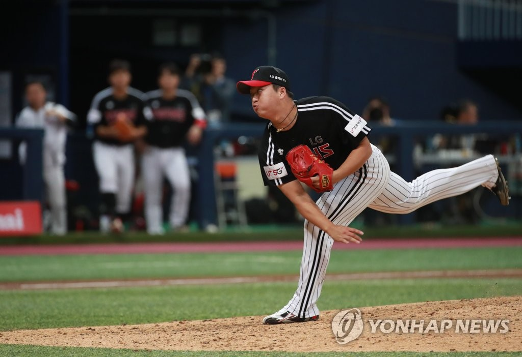 Go Woo-suk of the LG Twins throws a pitch against the Kiwoom Heroes in the bottom of the ninth inning in Game 2 of the Korea Baseball Organization first round playoff series at Gocheok Sky Dome in Seoul on Oct. 7, 2019. (Yonhap)
