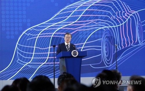 (LEAD) Moon unveils S. Korea's future car vision on Hyundai's R&D hub tour
