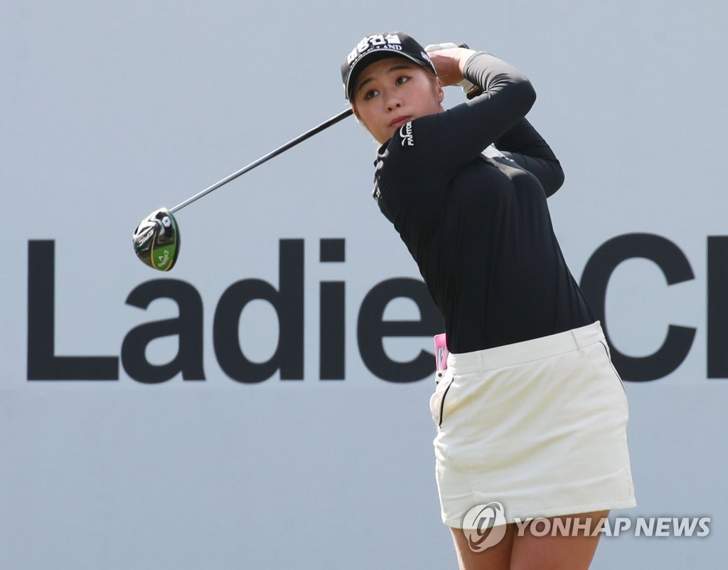 In this file photo from Oct. 25, 2019, Lee Jeong-eun of South Korea tees off at the first tee during the second round of the BMW Ladies Championship at LPGA International Busan in Busan, 450 kilometers southeast of Seoul. (Yonhap)
