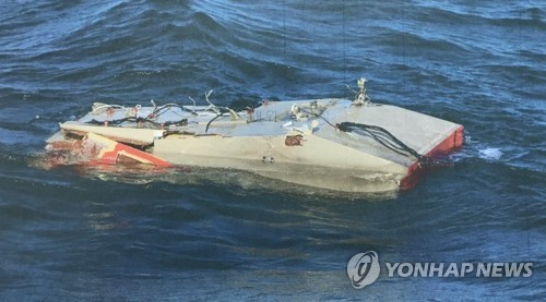 Submarine rescue ship mobilized to find victims of crashed chopper near Dokdo
