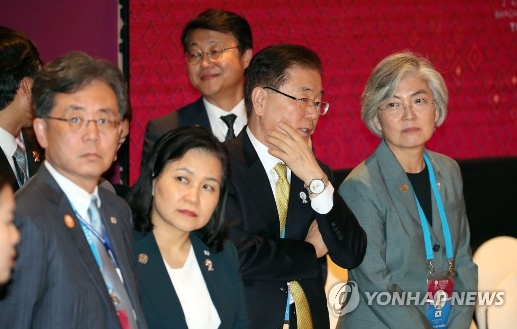 South Korea's Trade Minister Yoo Myung-hee (2nd from L) and aides to President Moon Jae-in wait for the opening of the Regional Comprehensive Economic Partnership (RCEP) summit in Bangkok on Nov. 4, 2019. (Yonhap)