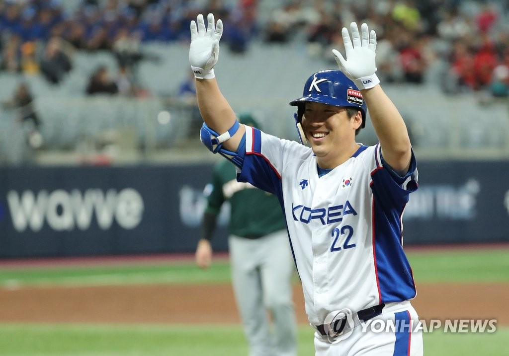 Kim Hyun-soo of South Korea celebrates his RBI single against Australia in the bottom of the second inning of the teams' Group C game at the Premier12 at Gocheok Sky Dome in Seoul on Nov. 6, 2019. (Yonhap)