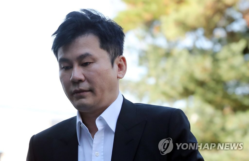This Nov. 9, 2019, file photo shows Yang Hyun-suk, former CEO of YG Entertainment, entering the Gyeonggi Nambu Police Agency building in Suwon, south of Seoul, for police probe into allegation that he tried to cover up drug suspicions surrounding B.I, who was an YG singer at the time. (Yonhap)