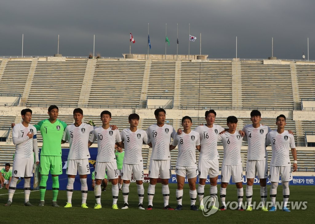 In this file photo from Nov. 14, 2019, South Korean players stand for their national anthem before facing Lebanon in the teams' Group H match in the second round of the Asian qualification for the 2022 FIFA World Cup at Camille Chamoun Sports City Stadium in Beirut. (Yonhap)