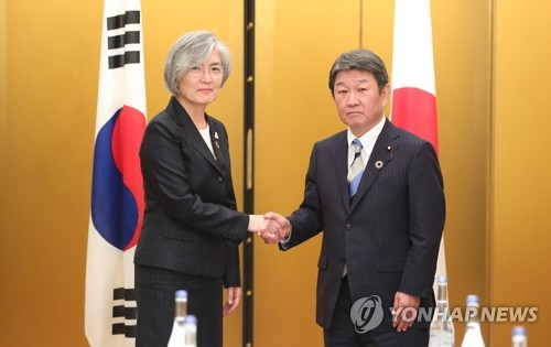 (2nd LD) S. Korean, Japaneses FMs hold talks in Nagoya after GSOMIA expiry delay