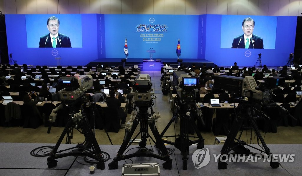 President Moon Jae-in is shown delivering a speech on the screens at the main press briefing room at BEXCO in Busan, 450 kilometers southeast of Seoul, venue of an ASEAN-South Korea special summit, on Nov. 25, 2019. (Yonhap)