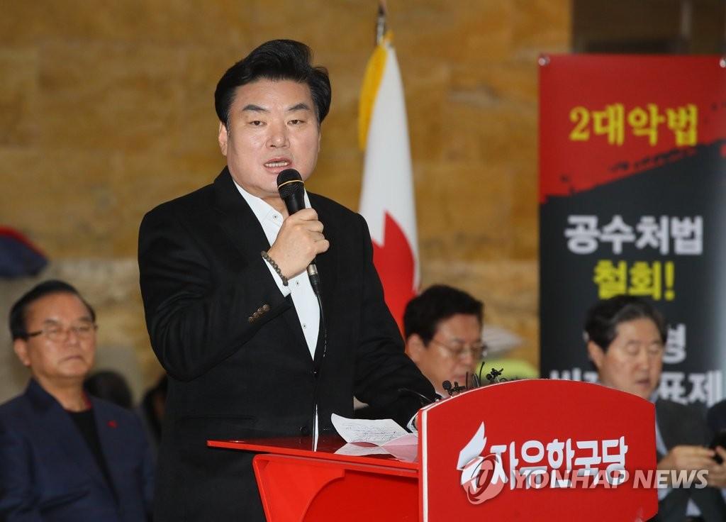 최고·중진 회의 발언하는 원유철 의원