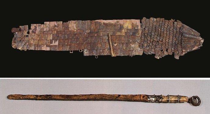 함안 마갑총에서 나온 말갑옷(위쪽)과 큰칼