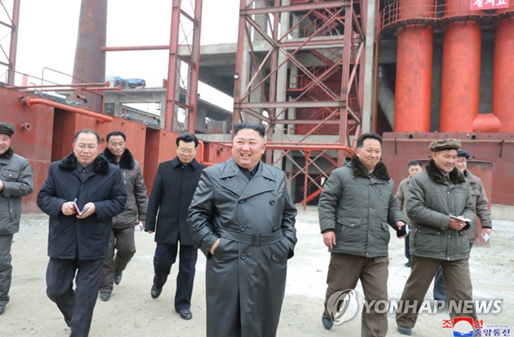 "North Korean leader Kim Jong-un (C) inspects a fertilizer factory under construction in Sunchon, north of the capital Pyongyang, during his first ""field guidance"" of the new year, in this photo provided by the Korean Central News Agency on Jan. 7, 2020. (For Use Only in the Republic of Korea. No Redistribution) (Yonhap)"