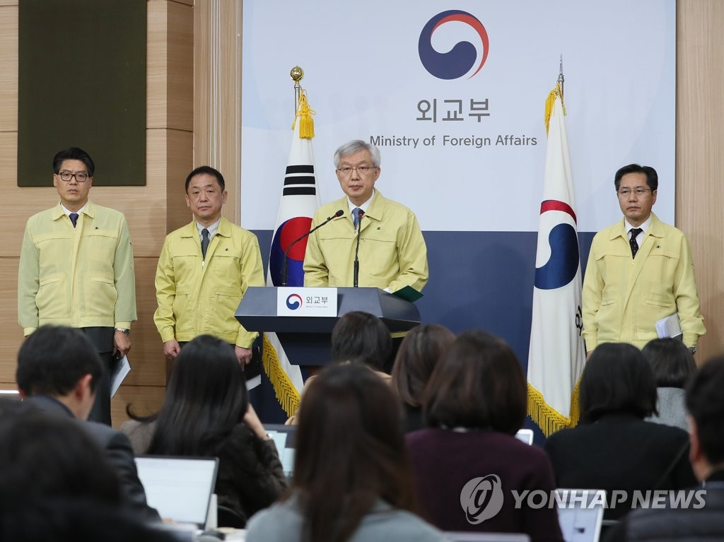 Second Vice Foreign Minister Lee Tae-ho (3rd from L) speaks during a press briefing in Seoul on the government's evacuation plan for Korean nationals in Wuhan on Jan. 28, 2020. (Yonhap)
