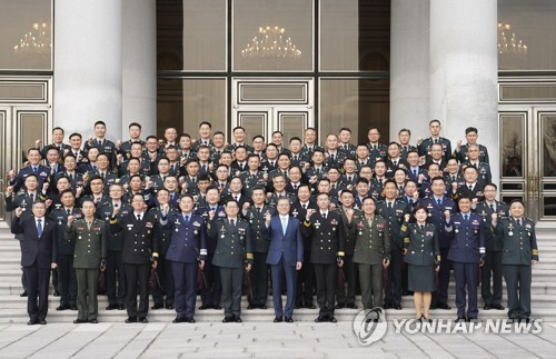President Moon poses with newly promoted generals