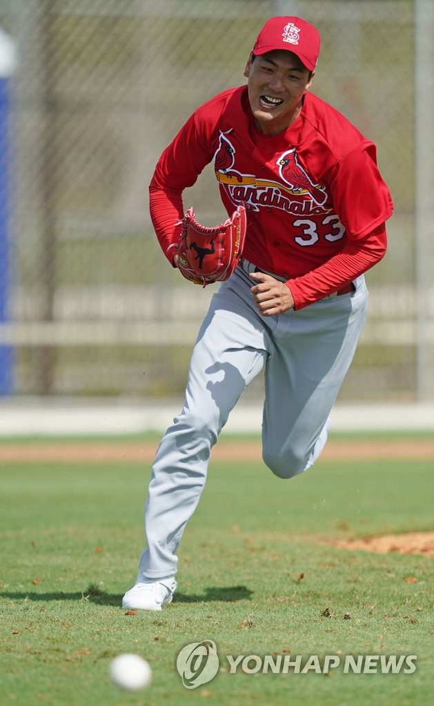 Kim Kwang-hyun of the St. Louis Cardinals runs to cover first base during spring training at Roger Dean Chevrolet Stadium in Jupiter, Florida, on Feb. 12, 2020. (Yonhap)