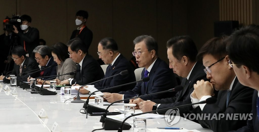 President Moon Jae-in (4th from R) speaks during a meeting with business leaders to discuss ways to get over the coronavirus crisis at the Korea Chamber of Commerce and Industry in Seoul on Feb. 13, 2020. (Yonhap)