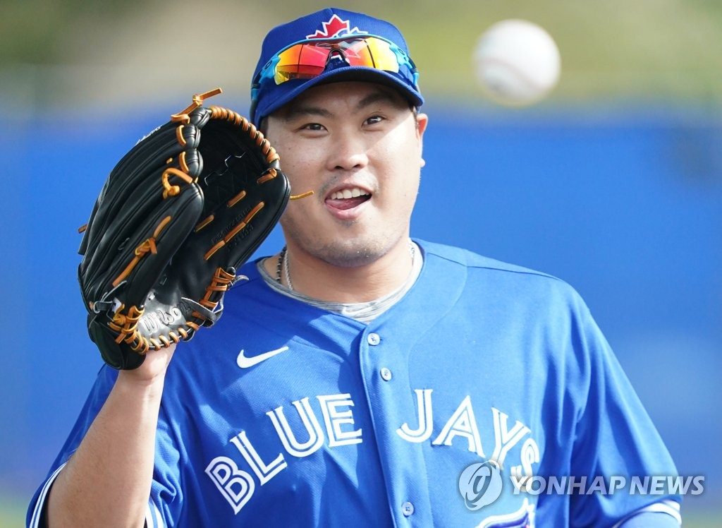 Toronto Blue Jays' South Korean pitcher Ryu Hyun-jin takes part in spring training at the Player Development Complex outside TD Ballpark in Dunedin, Florida, on Feb. 14, 2020 (local time). (Yonhap)