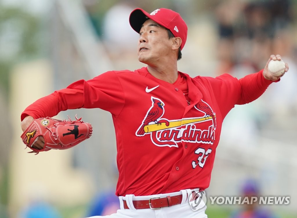 Kim Kwang-hyun of the St. Louis Cardinals delivers a pitch against the New York Mets in the top of the fifth inning of a spring training game at Roger Dean Chevrolet Stadium in Jupiter, Florida, on Feb. 22, 2020. (Yonhap)