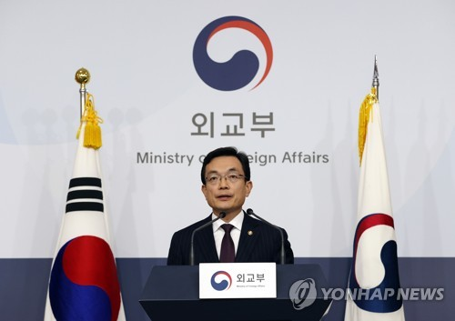 (LEAD) S. Korea, Japan enforce mutual entry restrictions, casting clouds over bilateral ties