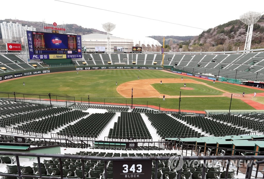 The Lotte Giants of the Korea Baseball Organization are playing an intrasquad game at an empty Sajik Stadium in Busan, 450 kilometers southeast of Seoul, on March 24, 2020. (Yonhap)