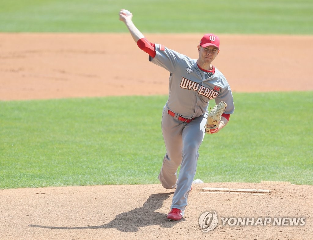 In this file photo, from April 24, 2020, Nick Kingham of the SK Wyverns pitches against the LG Twins in a Korea Baseball Organization preseason game at Jamsil Baseball Stadium in Seoul. (Yonhap)