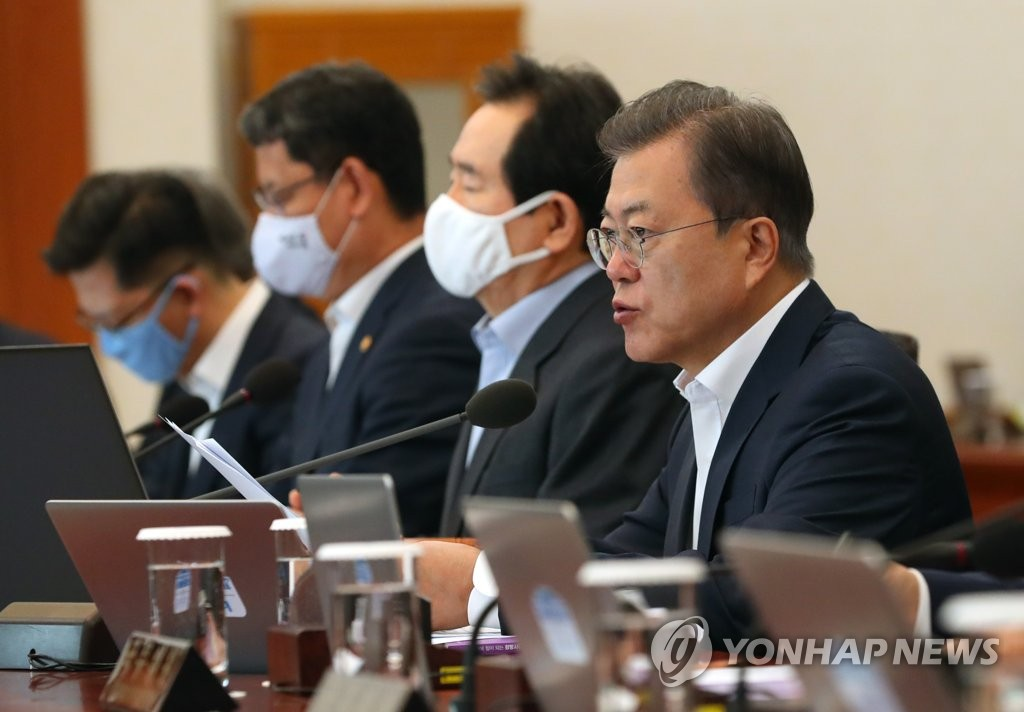 (LEAD) Decisive action needed to boost spending as economy faces further slump: Moon