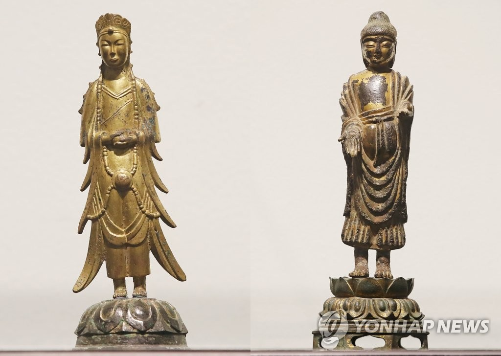 This composite file photo shows Gilt-bronze Standing Bodhisattva (L) and Gilt-bronze Standing Buddha, two high-value ancient statues owned by Kansong Art Museum in Seoul. (Yonhap)