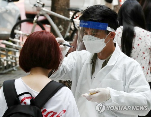 (2nd LD) S. Korea moves to limit classroom crowding amid persistent outbreak in capital area