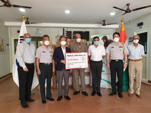 Protective masks for Indian veterans