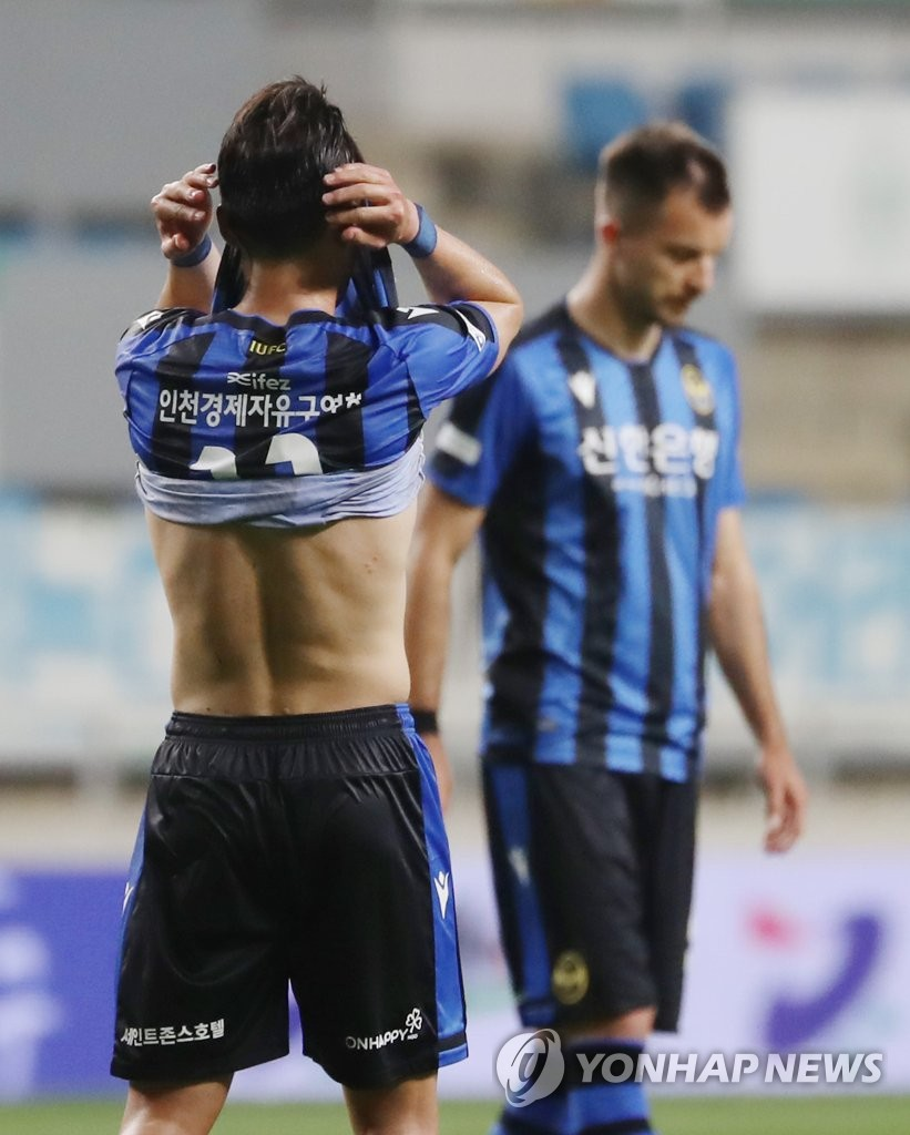 In this file photo from June 5, 2020, members of Incheon United react to their 2-1 loss to Gangwon FC in their K League 1 match at Incheon Football Stadium in Incheon, 40 kilometers west of Seoul. (Yonhap)