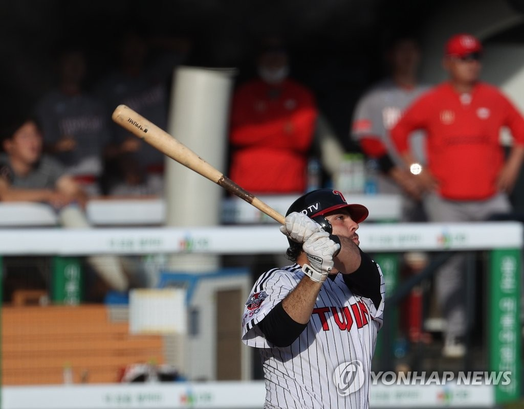 Roberto Ramos of the LG Twins watches his two-run home run against the SK Wyverns in the first game of a Korea Baseball Organization regular season double header at Jamsil Baseball Stadium in Seoul on June 11, 2020. (Yonhap)