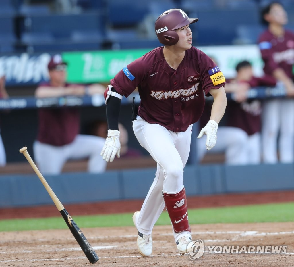 Kim Hye-seong of the Kiwoom Heroes watches his three-run home run against the NC Dinos in a Korea Baseball Organization regular season game at Changwon NC Park in Changwon, 400 kilometers southeast of Seoul, on June 14, 2020. (Yonhap)