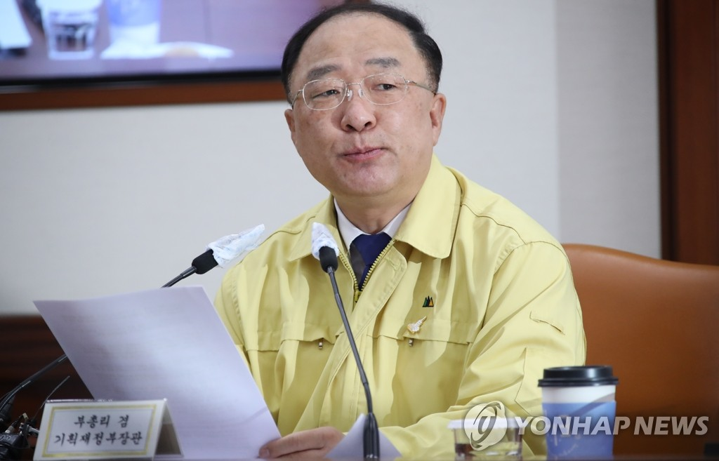 Finance Minister Hong Nam-ki speaks at a meeting with economy-related ministers on June 15, 2020. (Yonhap)
