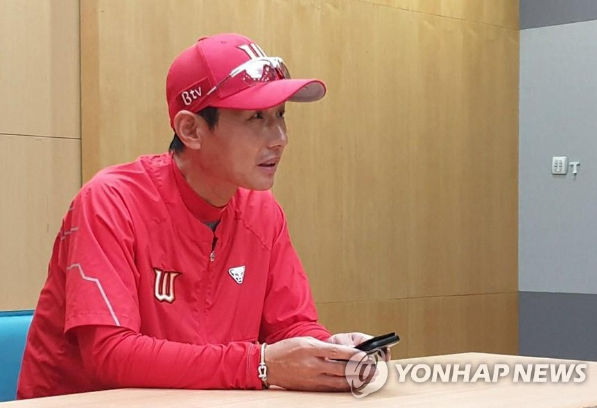 This file photo from June 18, 2020, shows SK Wyverns' manager Youm Kyoung-youb in a pregame press conference before facing the KT Wiz in a Korea Baseball Organization regular season game at SK Happy Dream Park in Incheon, 40 kilometers west of Seoul. (Yonhap)