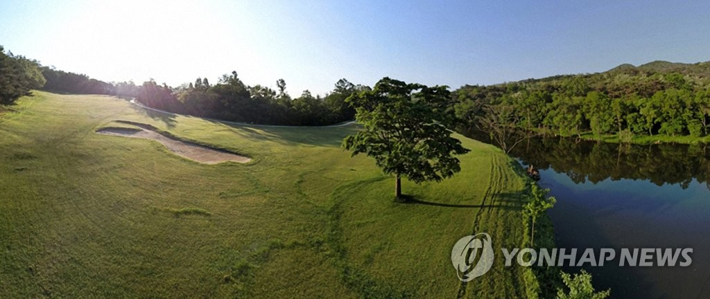 N. Korean luxury golf club