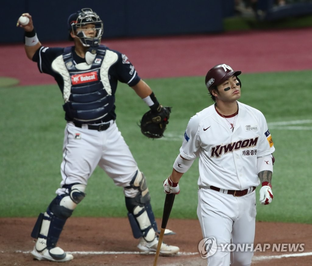 In this file photo from June 30, 2020, Park Byung-ho of the Kiwoom Heroes (R) leaves the batter's box after striking out against the Doosan Bears in a Korea Baseball Organization regular season game at Gocheok Sky Dome in Seoul. (Yonhap)