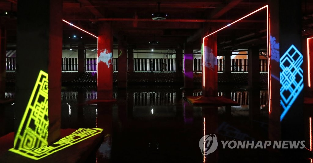 "This July 5, 2020, photo shows the artwork ""Light that flows - the narratives of light"" displayed at the ""Hongje Yuyeon"" exhibition in eastern Seoul. (Yonhap)"