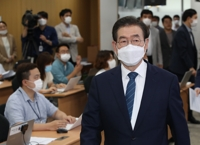 (LEAD) Police searching for Seoul mayor after missing report