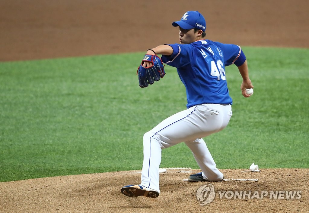 Won Tae-in of the Samsung Lions pitches against the Kiwoom Heroes in a Korea Baseball Organization regular season game at Gocheok Sky Dome in Seoul on July 8, 2020. (Yonhap)