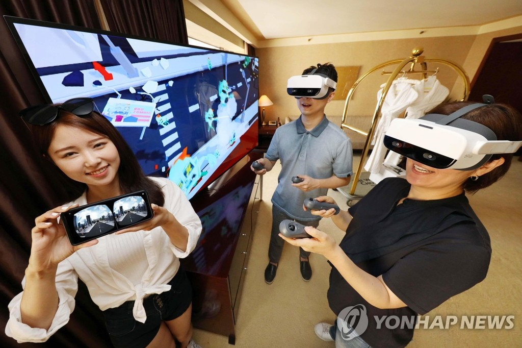 Models showcase LG Uplus Corp.'s VR content at the Westin Chosun Hotel in Seoul on July 9, 2020 in this photo provided by LG Uplus. (PHOTO NOT FOR SALE) (Yonhap)