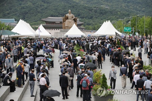Funeral held for Korean War hero Paik
