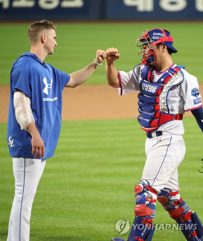 In this file photo from July 14, 2020, David Buchanan of the Samsung Lions (L) bumps fists with his catcher Kang Min-ho after the Lions' 5-0 victory over the Kia Tigers in a Korea Baseball Organization regular season game at Daegu Samsung Lions Park in Daegu, 300 kilometers southeast of Seoul. (Yonhap)