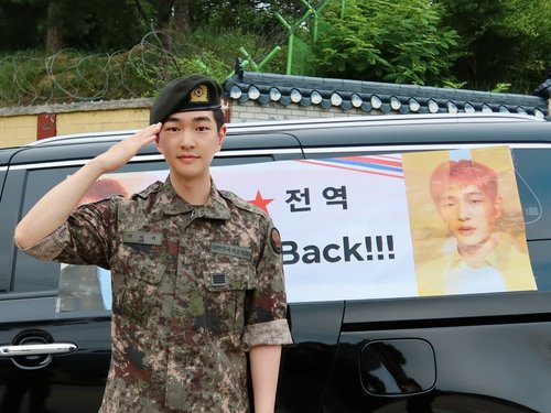 SHINee member discharged from military service