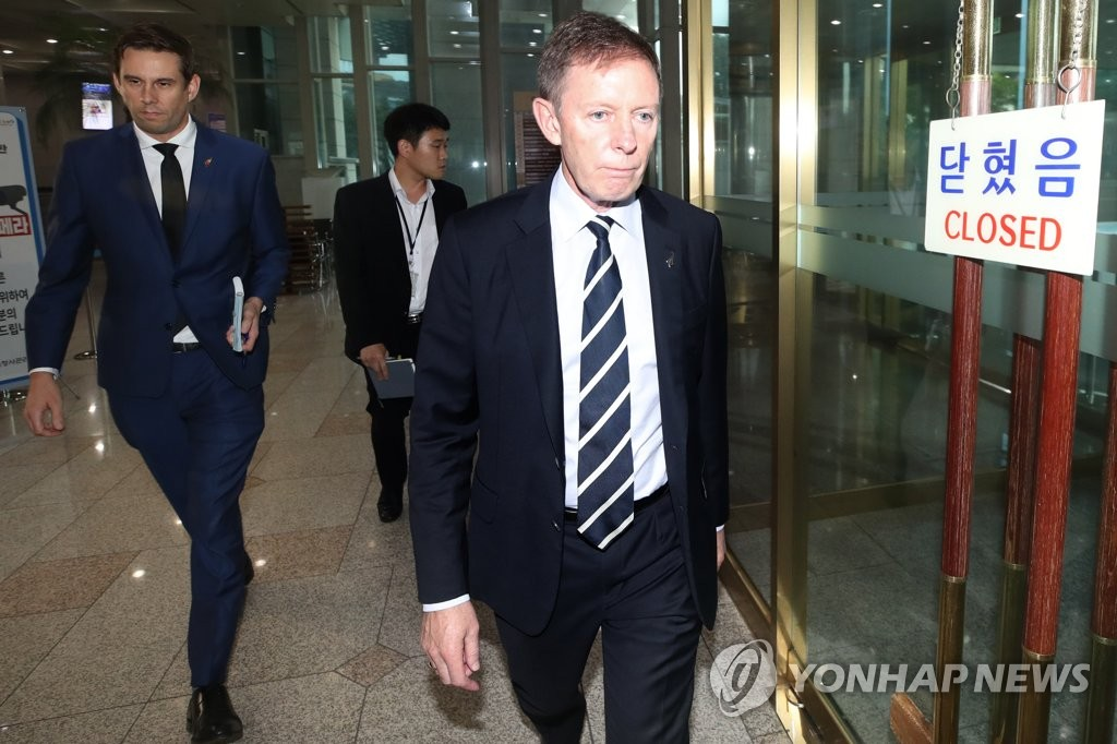 New Zealand Ambassador to South Korea Philip Turner leaves the foreign ministry in Seoul on Aug. 3, 2020, after holding talks with a ministry official on sexual abuse allegations involving a South Korean diplomat who was stationed in New Zealand. (Yonhap)