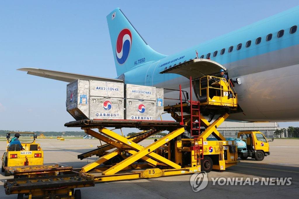 This photo taken on Aug. 6, 2020 shows cargo being loaded on a Korean Air A330 jet at a local airport. (PHOTO NOT FOR SALE) (Yonhap)