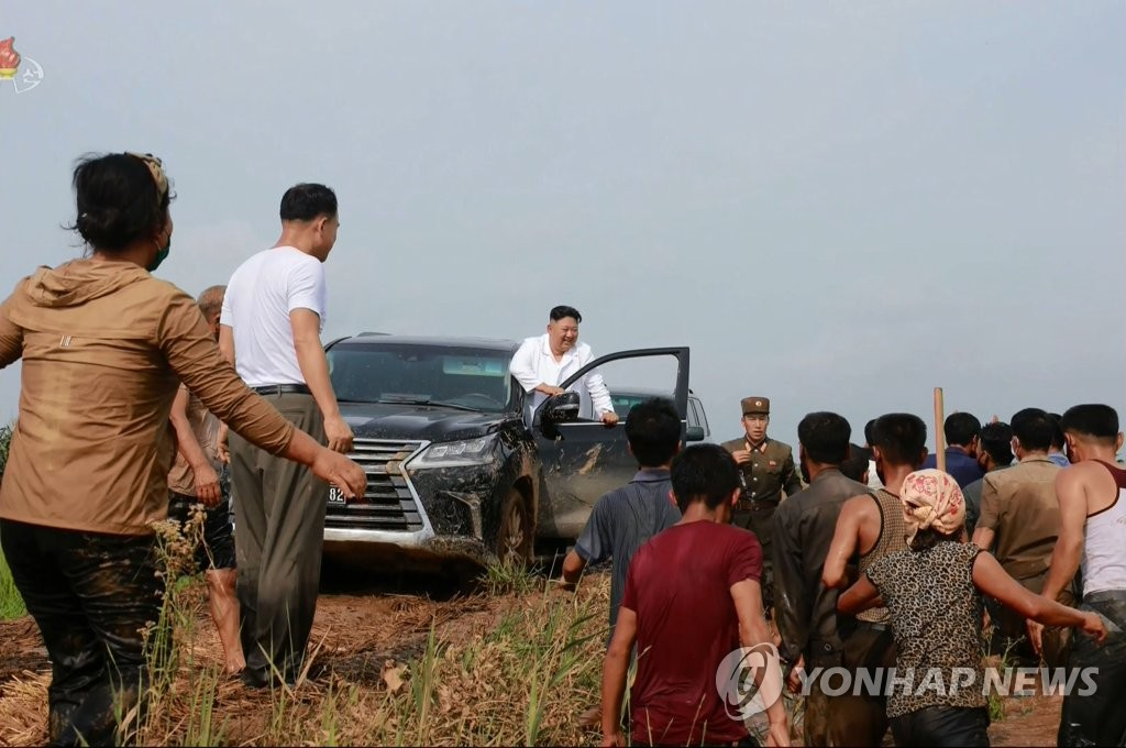 N.K. leader visits flood-affected area