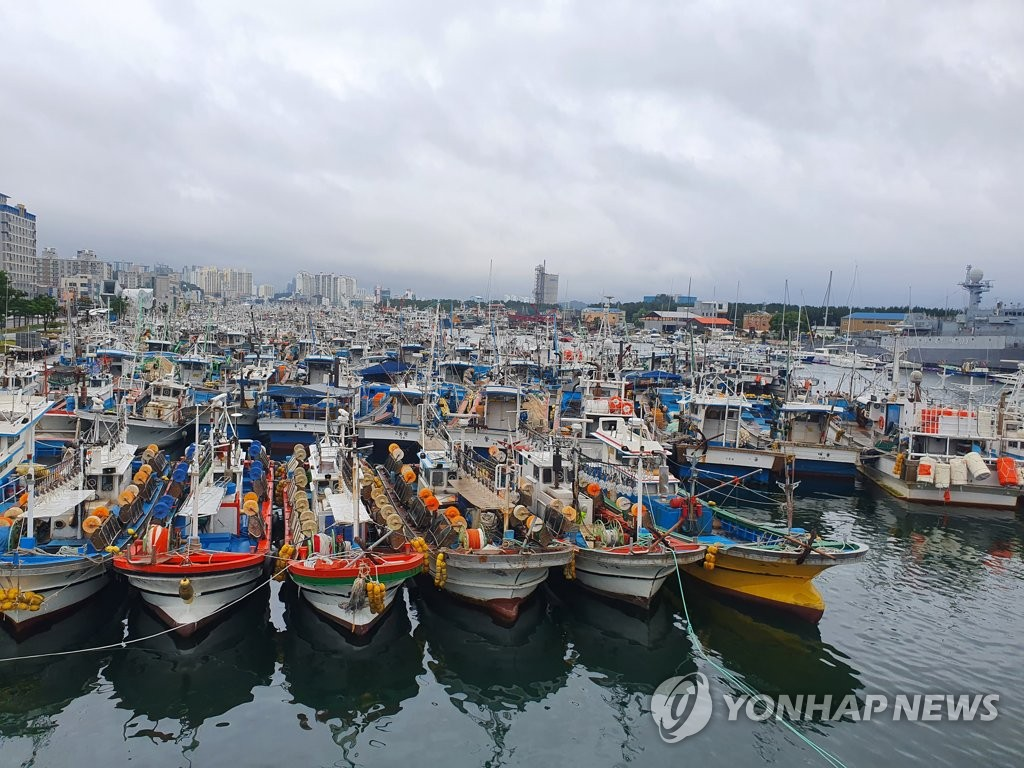 Boats are docked at the southeastern port city of Pohang, North Gyeongsang Province, on Sept. 2, 2020. (Yonhap)
