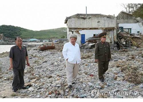 김정은, 태풍 피해지역 현지서 정무국 확대회의 열어