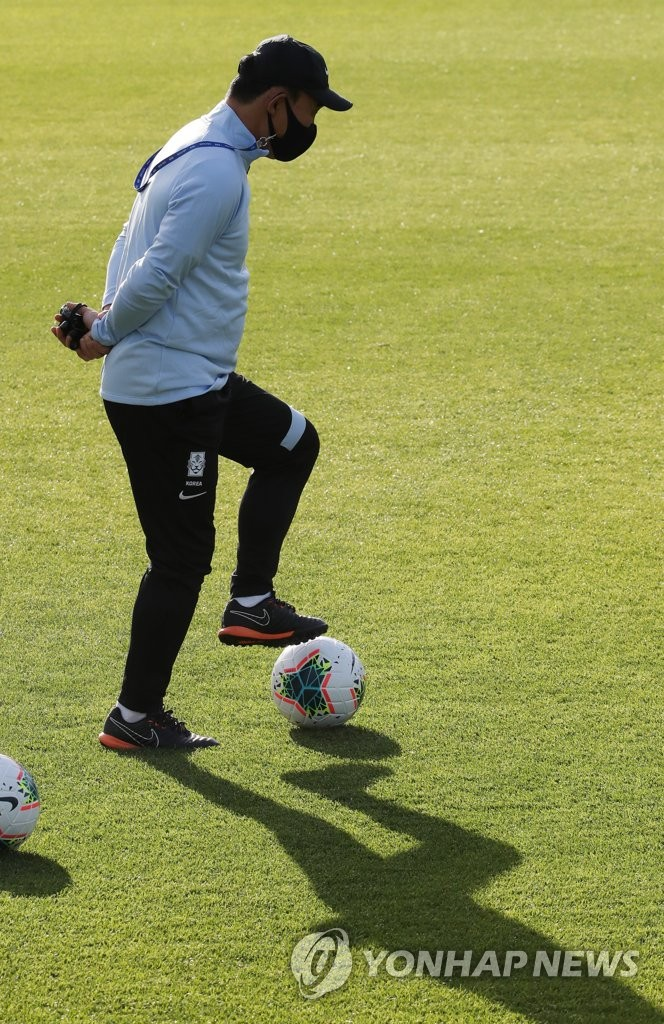Kim Hak-bum, head coach of the South Korean men's under-23 national football team, controls the ball during practice at the National Football Center in Paju, Gyeonggi Province, on Oct. 5, 2020. (Yonhap)