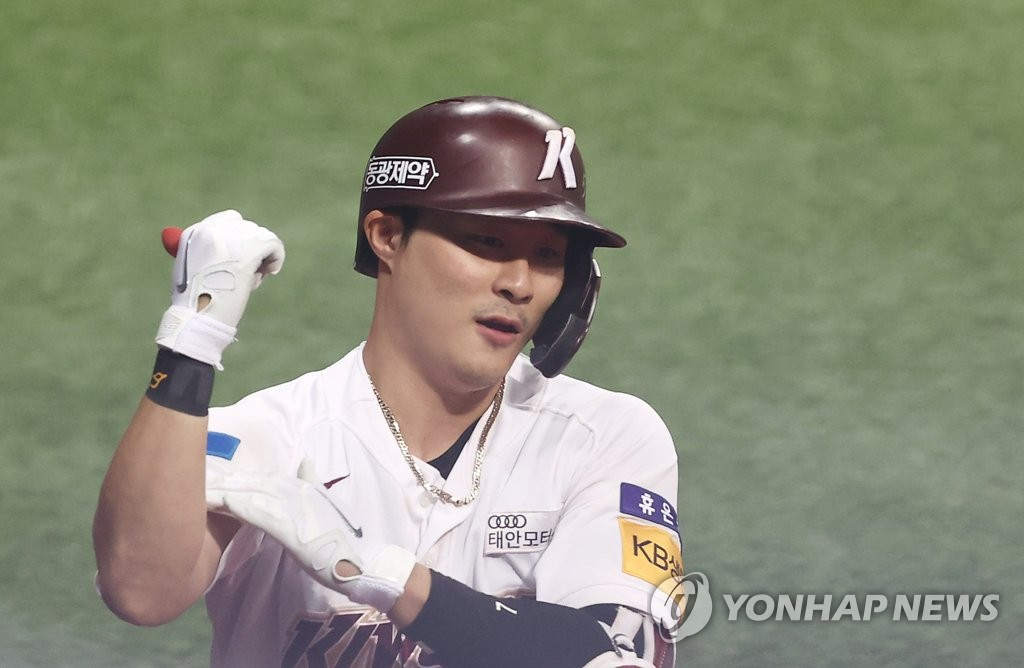 In this file photo from Oct. 7, 2020, Kim Ha-seong of the Kiwoom Heroes celebrates his solo home run against the NC Dinos during the bottom of the fifth inning of a Korea Baseball Organization regular season game at Gocheok Sky Dome in Seoul. (Yonhap)