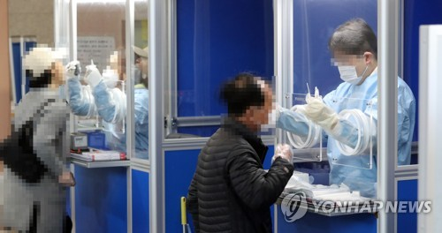 Citizens take new coronavirus tests at a testing center in Seoul's southern district of Gwanak on Oct. 23, 2020. (Yonhap)