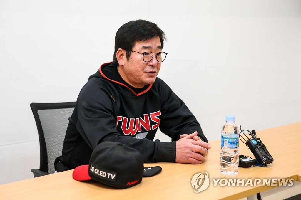 LG Twins manager Ryu Joong-il speaks to reporters before Game 1 of the Korea Baseball Organization first-round playoff series against the Doosan Bears at Jamsil Baseball Stadium in Seoul on Nov. 4, 2020. (Yonhap)