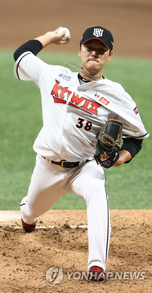 In this file photo from Nov. 9, 2020, Ju Kwon of the KT Wiz pitches against the Doosan Bears in the top of the seventh inning of Game 1 of the Korea Baseball Organization second-round postseason series at Gocheok Sky Dome in Seoul. (Yonhap)